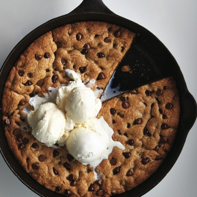 Skillet chocolate chip cookie - Chatelaine