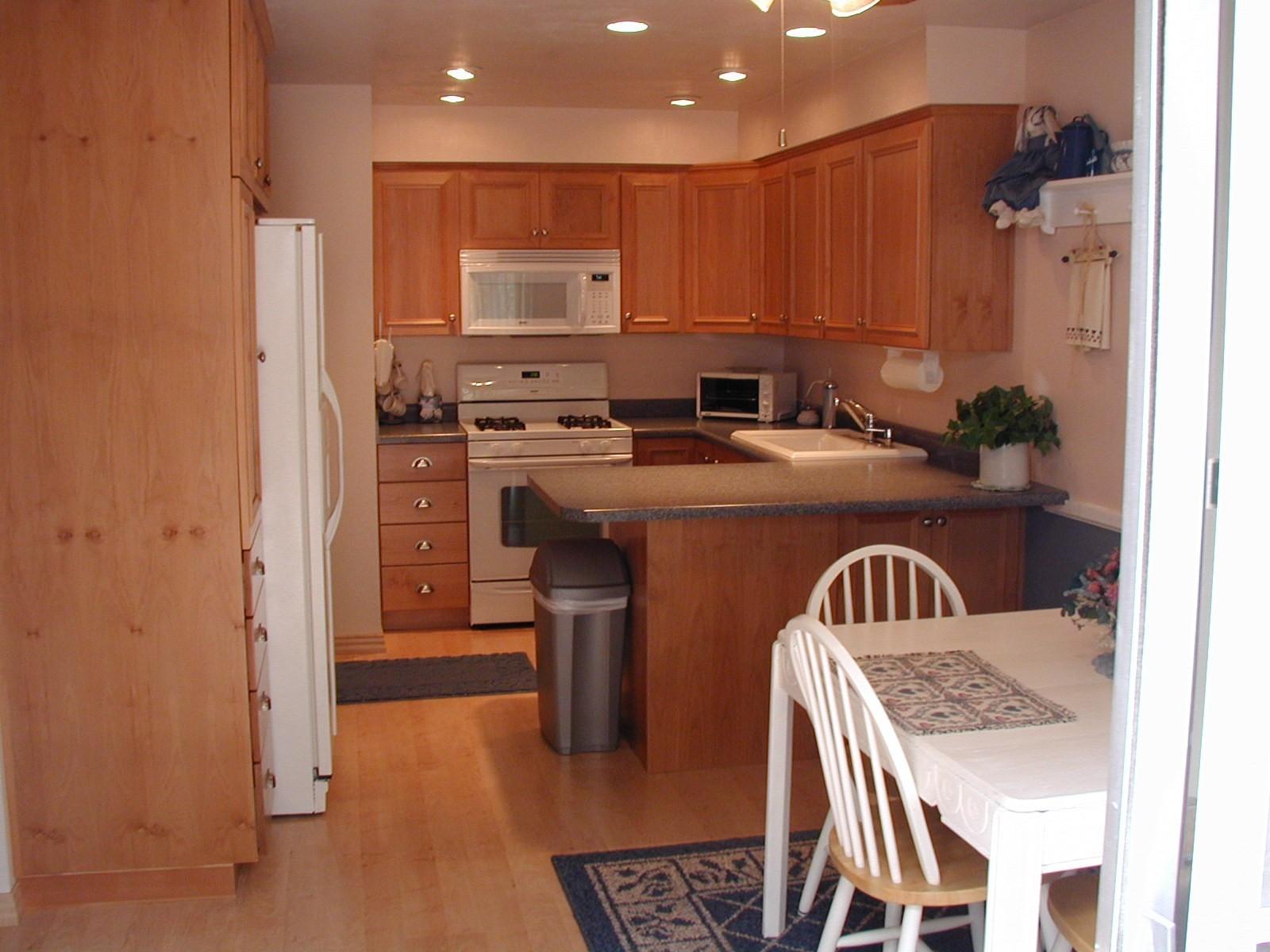 kitchen cabinets 2 lowes kitchen flooring Kitchen cabinets kitchen 3