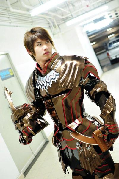 How Cosplayers Create Metal Armour - Costume Collection
