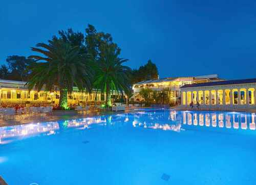 бассейн отеля Potidea Palace Греции для отдыха с детьми Греция с детьми ТОП-17 лучших отелей Греции для отдыха с детьми potid12