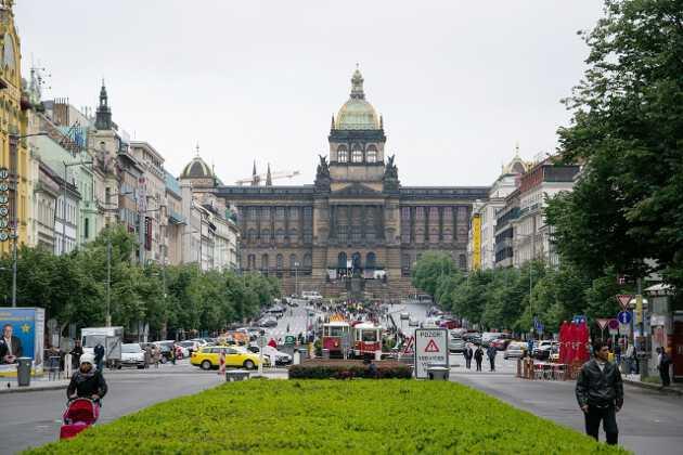 Вацлавская площадь Что посмотреть и куда сходить в Праге Что посмотреть и куда сходить в Праге: ТОП-25 достопримечательностей vac 1