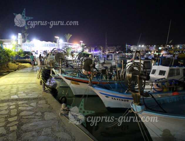 лодки на пристани