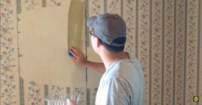 How to Remove Old Wallpaper Using Nothing But Hot Water and a Sponge - DIY & Crafts