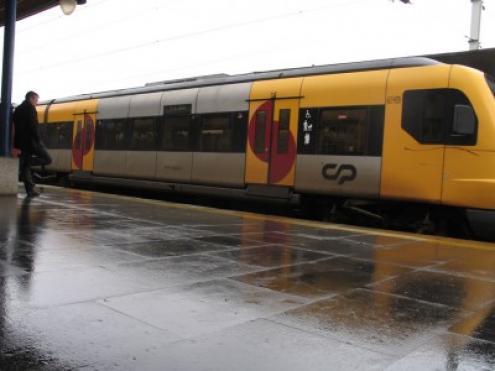 Ferroviários partem para greve contra circulação de comboios com um único agente | Esquerda