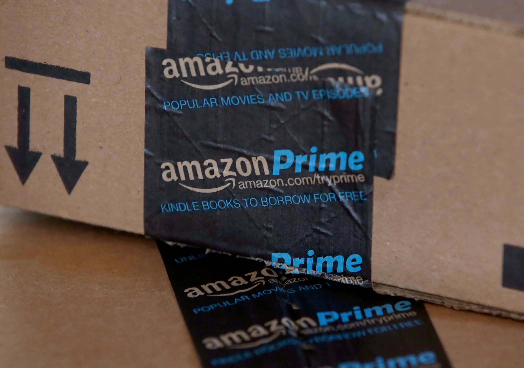 Amazon stock price tops  2 000 for first time  nears  1T market value