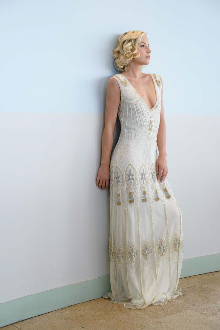roaring rogue and retro s wedding gowns 2 s wedding dress We love the Art Deco feel and Daisy from The Great Gatsby nature of this stunner