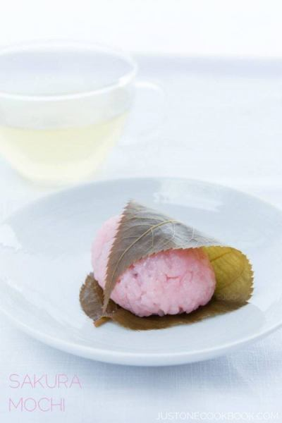 10 Popular Foods to Enjoy at Cherry Blossom Viewing (Hanami) • Just One Cookbook