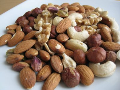 Effects of Eating Excess Nuts and the Right Intake | MD-Health.com