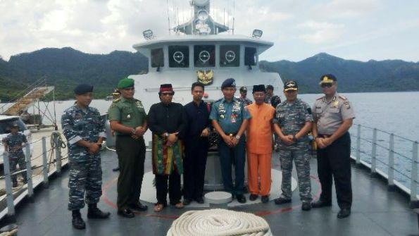 Ing Iskandarsyah Foto bersama di kapal.