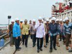 Gubernur Kepri, HM Sani bersama rombongan meninjau instlasi listrik dan Jembatan 1 Pulau Dompak