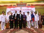 Gubernur dan Wakil Gubernur Kepri, foto bersama dengan tiga Plt Bupati yang baru dilantik