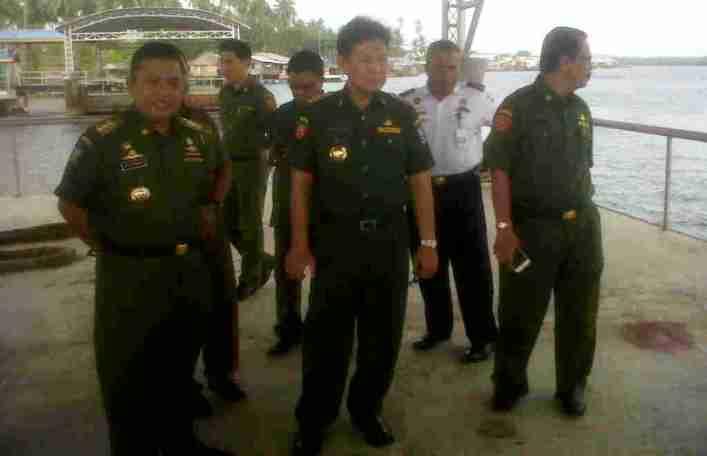Pj Gubernur Kepri, Agung Mulyana ketika meninjau pelabuhan internasional Tanjunguban