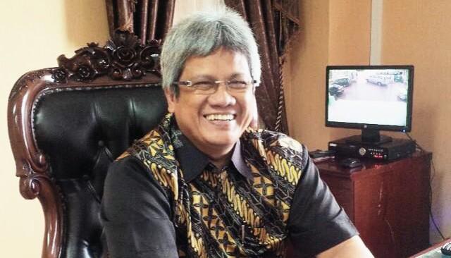 Rektor UMRAH Tanjungpinang, Prof Dr Syafsir Akhlus Msc