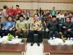 Wali Kota Tanjungpinang, Lis Darmansyah saat duduk bersama Kepala BPK Perwakilan Kepri