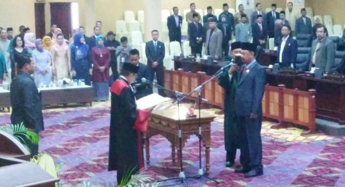 Wakil Ketua II DPRD Provinsi Kepri, Huznizar Hood saat dilantik