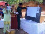 Perhitungan suara calon ketua RT Kampung Tanjung Lanjut. Foto NOVENDRA
