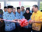 Wali Kota Tanjungpinang, Lis Darmansyah saat memotong pita Peresmian Puskesmas Pancur