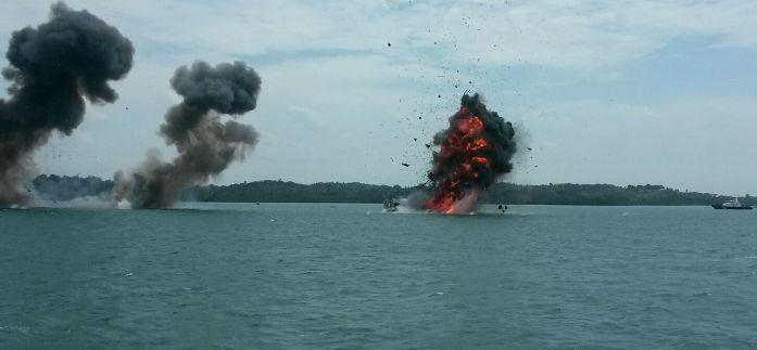 Kapal Ikan Asing saat ditenggalam TNI AL di Batam. Foto Dispenal Lantamal IV