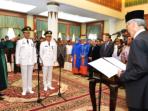 Gubernur Kepri, H.M. Sani saat melantik Rudi – Amsakar di Gedung Daerah