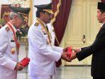 Presiden Jokowi saat menyerahkan SK kepada Wakil Gubernur Kepri, Nurdin Basirun
