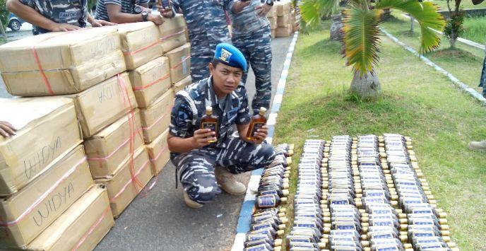 Ribuan botol miras diamankan TNI AL