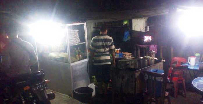 Usaha Nasi Goreng Indra di simpang Jalan Pemuda. Foto RUDI