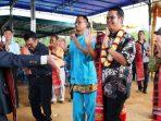 Bupati Bintan Apri Sujadi Bersama Istri Saat Menari Tor Tor