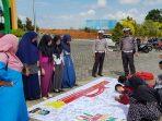 Mahasiswa/wi Fakultas STAI Abdurahman saat berikan dukungan Millennial Road Safety Festival