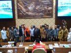 Foto Bersama Usai RDP di Ruang Komisi II DPR RI