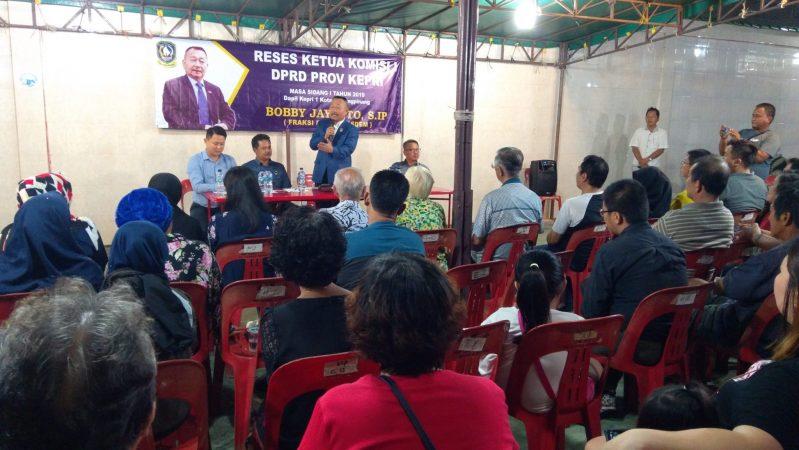 Ketua Komisi I DPRD Provinsi Kepri Bobby Jayanto saat menyampaikan kata sambutan dalam reses perdananya di Pelantar I Tanjungpinang