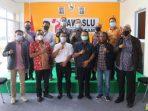 Rombongan Komisi I DPRD Kepri Foto Bersama Usai Silaturahmi Dengan Bawaslu Kota Batam