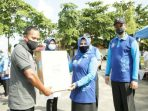 Wali Kota Tanjungpinang, Rahma Saat Menyerahkan Bantuan