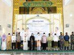 Foto Bersama Usai Memperingati Isra Mi'raj di Masjid Raya Nur Ilahi Dompak