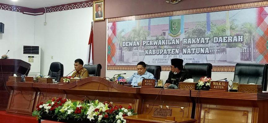 Pimpinan DPRD Natuna dan Bupati Natuna saat rapat
