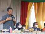 Wali Kota Batam, Muhammad Rudi Disela sela Penyaluran Beras dari Kemesos Bagi KPM