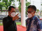 Gubernur Kepri Ansar Ahmad Saat Berbincang Dengan Perwakilan Bappenas