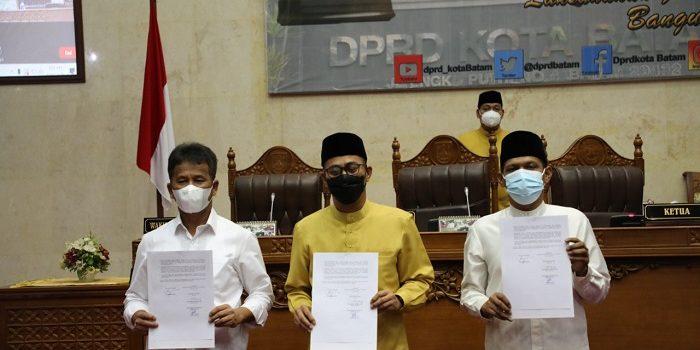 Wali Kota Batam, Muhammad Rudi Bersama Wakil Ketua I DPRD Batam Usai Paripurna