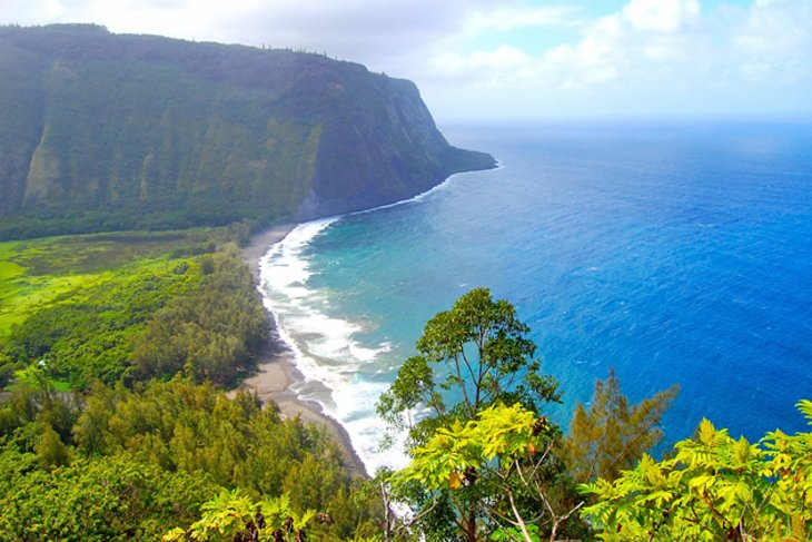 14 Top Rated Tourist Attractions on the Big Island of Hawaii     Waipio Valley and Overlook