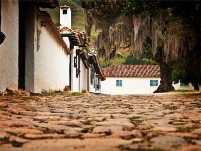 Quito to Cartagena, Colombia overland truck tour. Helping Dreamers Do