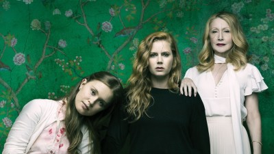 "SERIES: Reseña de ""Sharp Objects"" de HBO – Revista Meta"