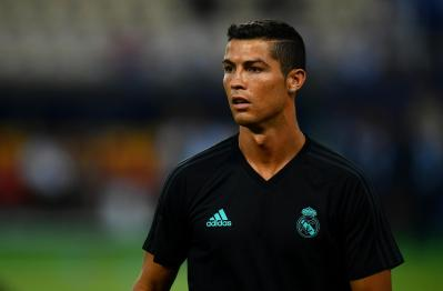 Cristiano Ronaldo escapes injury narrowly while getting down from team bus