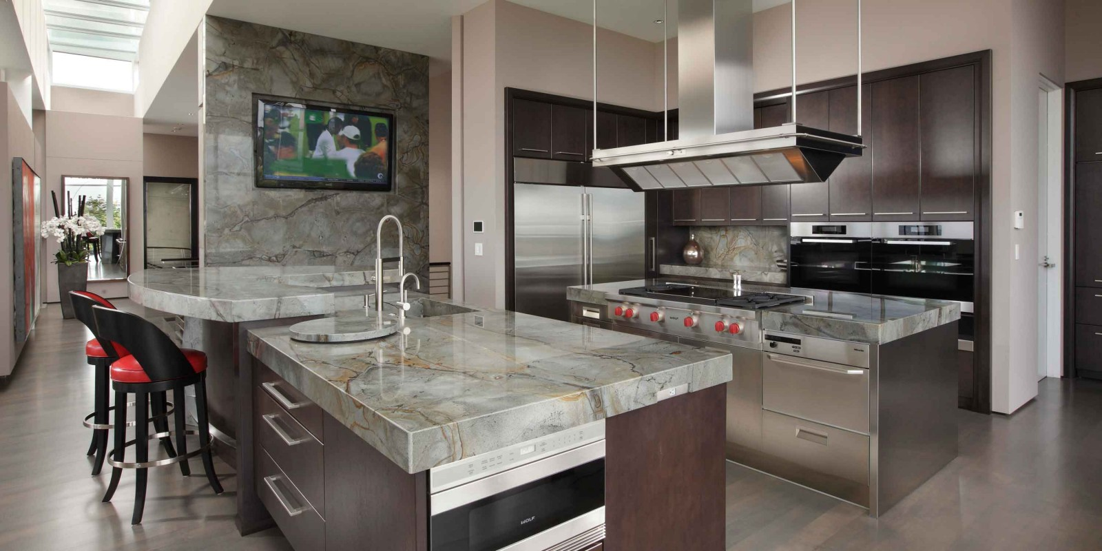stonecenterinc granite kitchen countertops Mitred edge along a radius for a bold look