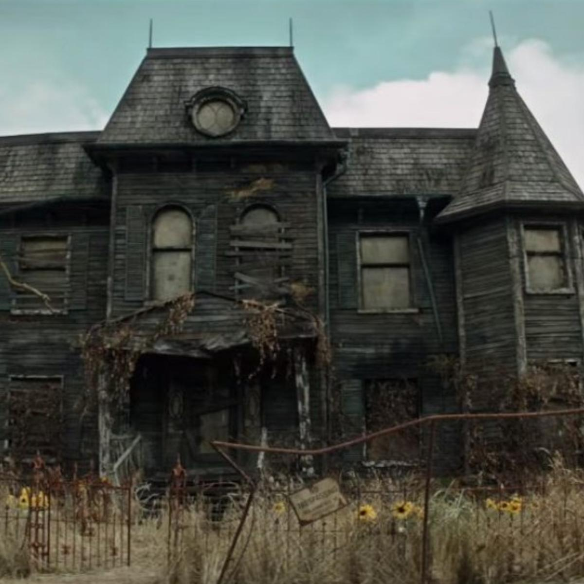Syfy   The It house was actually a creepy haunted house IRL  too     The It house was actually a creepy haunted house IRL  too