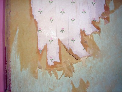 Renovation - Wallpaper Stripping | The Artsy Crafter