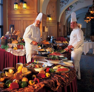 How an Event Planner Works With a Caterer