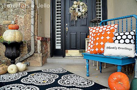 15 Cheap  and Cute   Fall Front Porch Decorating Ideas Polka dot pillow front porch