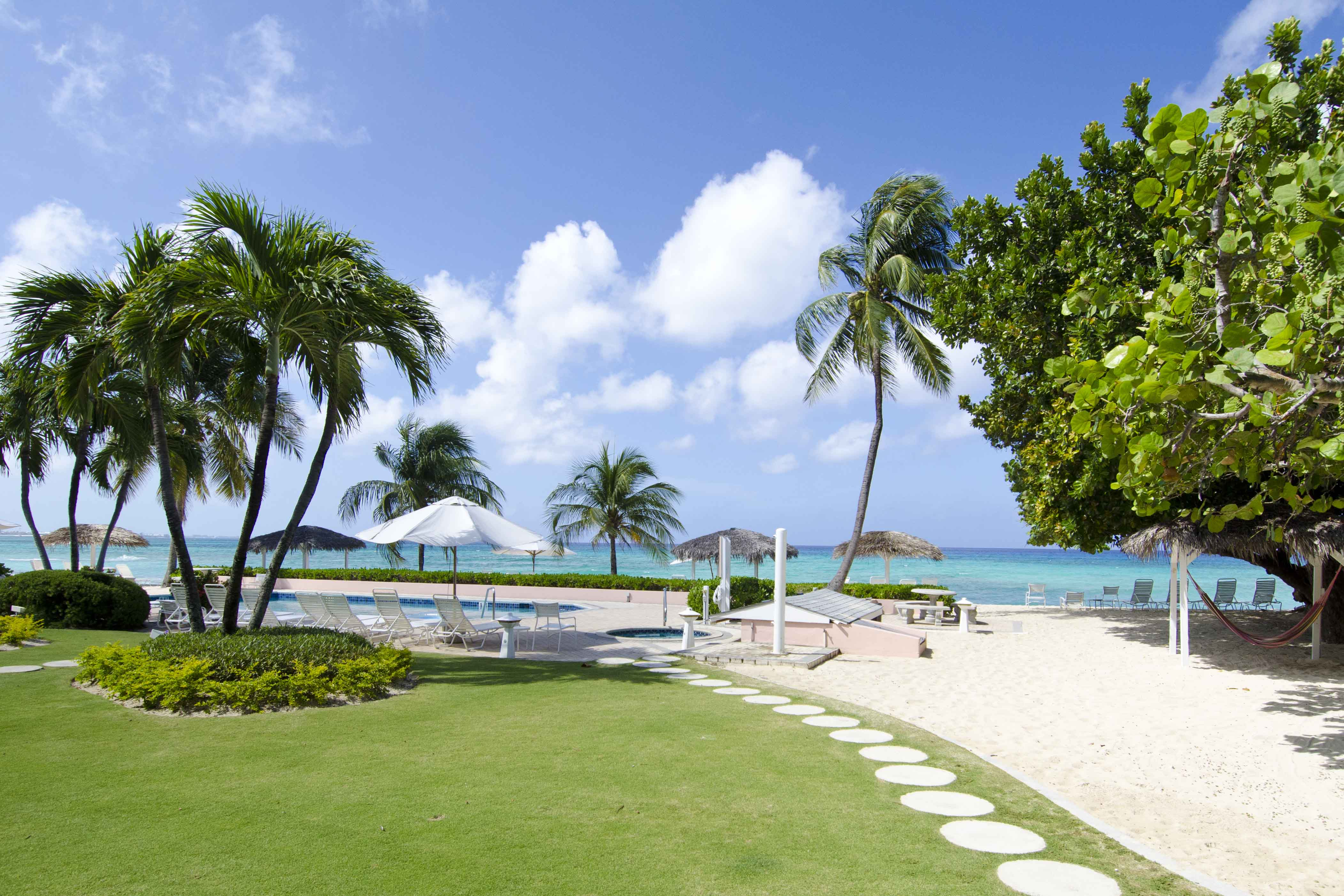 Cayman Islands Apartment Vacation Rentals Seven Mile Beach Grand     A 21 unit oceanfront condo hotel directly on Seven Mile Beach Grand Cayman