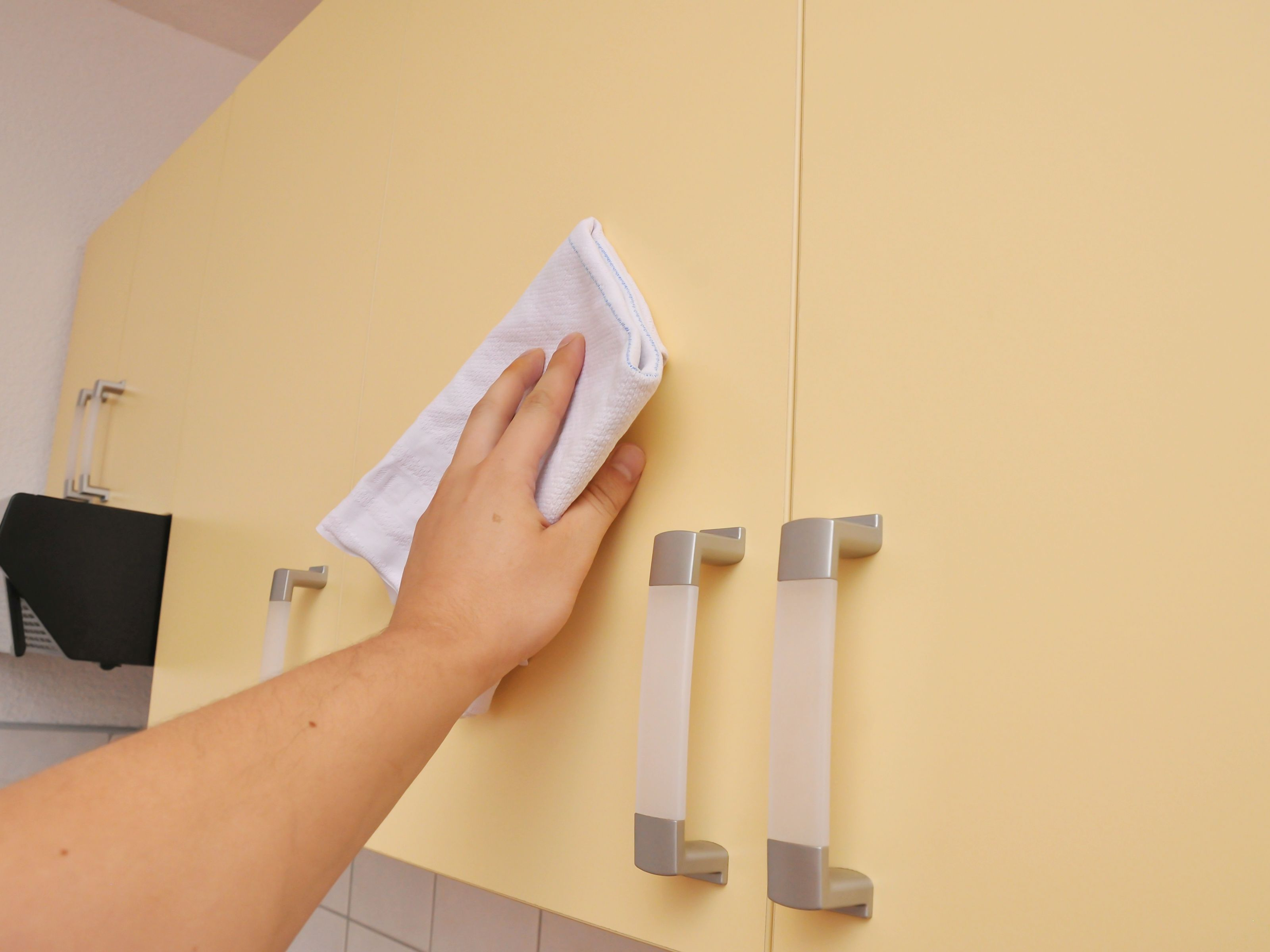 Clean Wood Kitchen Cabinets cleaning kitchen cabinets Clean Soot from Kitchen Cabinets