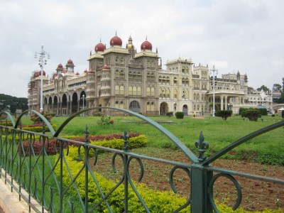 Beautiful building in Bangalore wallpapers and images - wallpapers, pictures, photos