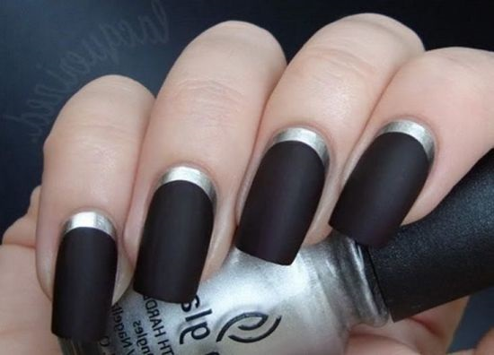 Fashionable black manicure